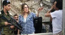 المخرجة فرح النابلسى أثناء مشاهدة الفيلم