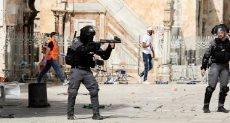 جيش الاحتلال الاسرائيلى يقتحم ساحات الاقصى