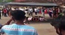 المئات فى جنازة حصان هندى