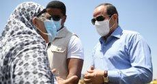 الرئيس عبد الفتاح السيسي مع السيدة المسنة