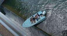 القارب يقترب من السقوط
