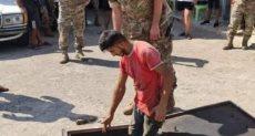 إحدى عمليات مداهمة الجيش اللبنانى لأماكن تخزين الوقود