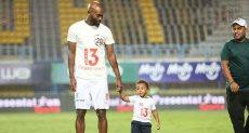 شيكابالا مع ابنه ادم في احتفالية تسليم الدرع
