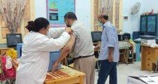 تطعيم العاملين بلقاح كورونا